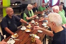 Koffie en gebak voor dinsdaggroep